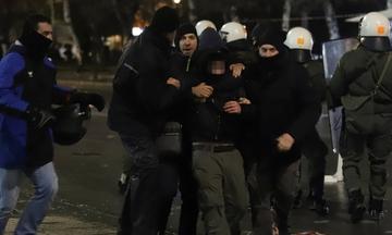 Δύο προσαγωγές και τρεις τραυματίες αστυνομικοί από τα επεισόδια της Τούμπας