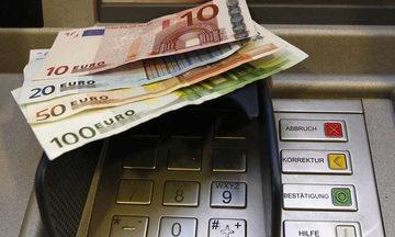 Στα 2.300 ευρώ τον μήνα από την 1η Μαρτίου η ανάληψη μετρητών