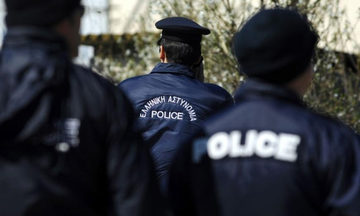 Συναγερμός στην ΕΛΑΣ: Βρέθηκε πτώμα γυναίκας σε πάρκο (Φώτο)