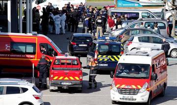 Γαλλία: Υπέκυψε στα τραύματά του ο αξιωματικός που πήρε τη θέση ομήρου