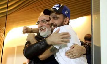 Ο Γιώργος Σαββίδης εύχεται στον... εαυτό του και αποθεώνει τον πατέρα του