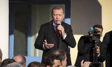 Ο Ερντογάν συσχετίζει τους δύο στρατιωτικούς με τους οκτώ Τούρκους