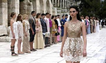 Επίδειξη μόδας του Β. Κωστέτσου μπροστά από το Ηρώδειο