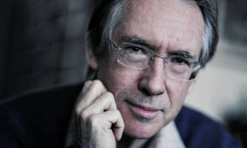 Ο βραβευμένος συγγραφέας Ian McEwan στην Αθήνα