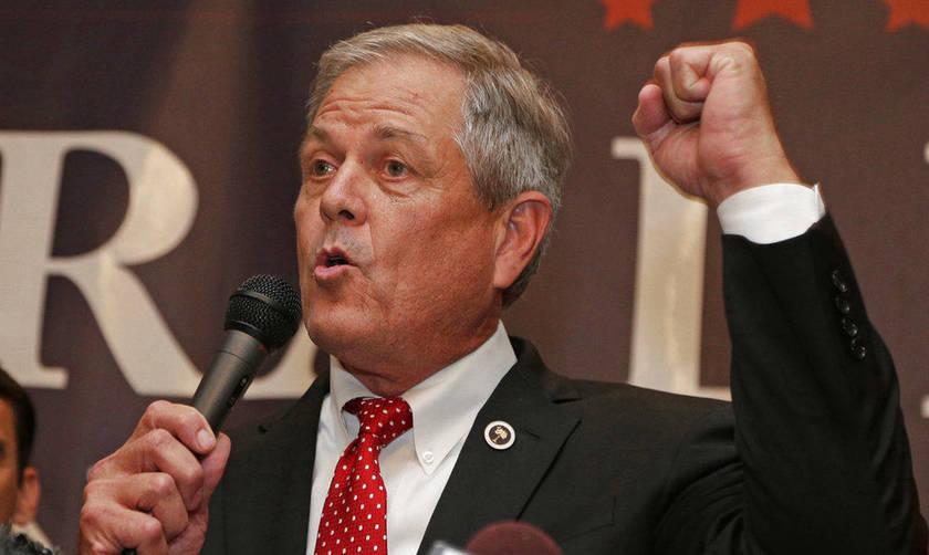 ΗΠΑ: Βουλευτής τράβηξε όπλο σε εστιατόριο για να δείξει ότι τα όπλα δεν είναι επικίνδυνα