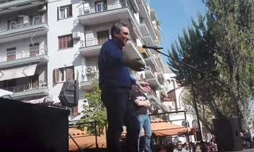 Βουλευτής στη συγκέντρωση του ΠΑΟΚ παρακινεί να φωνάξουν «να καεί η… πο...να η Βουλή» (vid)