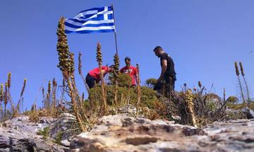 Με φανέλες του Ολυμπιακού ύψωσαν την ελληνική σημαία