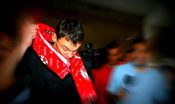 Σάρας: Το κόκκινο κασκόλ έγινε κόκκινο πανί