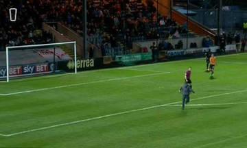 Χάλασε η Αγγλία: Οπαδός επιτέθηκε σε διαιτητή μέσα στο γήπεδο (vid)