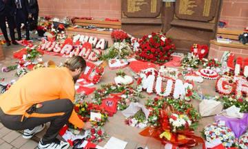Η Ρόμα κατέθεσε στεφάνι στο μνημείο των θυμάτων του Χίλσμπορο (vid)