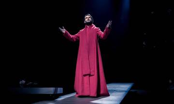 «Αμφιβολία»: Τελευταίες παραστάσεις στο Θέατρο Ροές