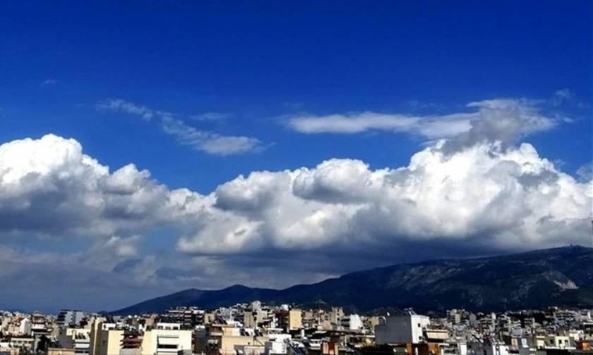 Συννεφιά και τοπικές βροχές