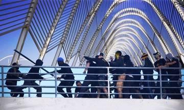 Στην πεζογέφυρα του Καλατράβα...