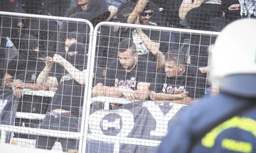 Φίλοι του ΠΑΟΚ επιχειρούν να μπουν στον αγωνιστικό χώρο (vid)