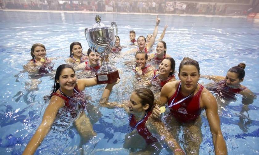 Η φιέστα του Ολυμπιακού για το ιστορικό νταμπλ στο πόλο γυναικών
