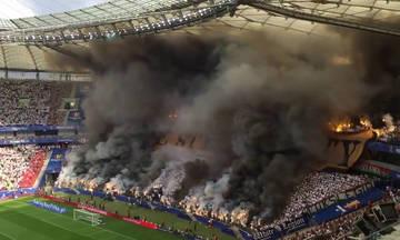 Επεισόδια και διακοπή στον αγώνα που θα έκρινε το πρωτάθλημα Πολωνίας (vid)
