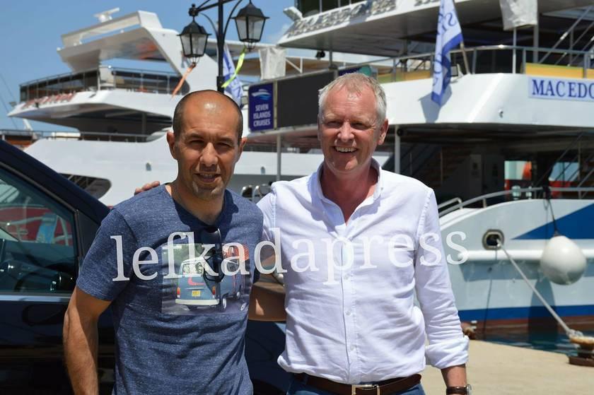 Ο Λεονάρντο Ζαρντίμ μαζί με τον γενικό διευθυντή της Μονακό, Φιλίπς Ντοτ.