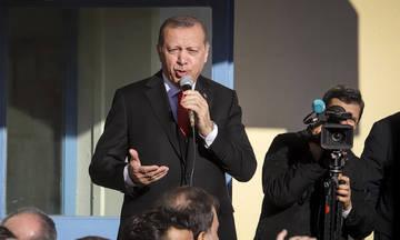 Έκκληση Ερντογάν: Βγάλτε τα δολάρια από τα μαξιλάρια