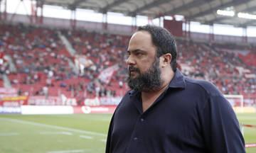 Ο Βαγγέλης Μαρινάκης συγχαίρει την ομάδα πόλο