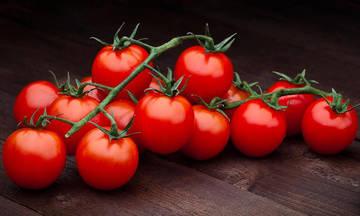 Δέκα λόγοι για να βάλουμε την ντομάτα στη ζωή μας