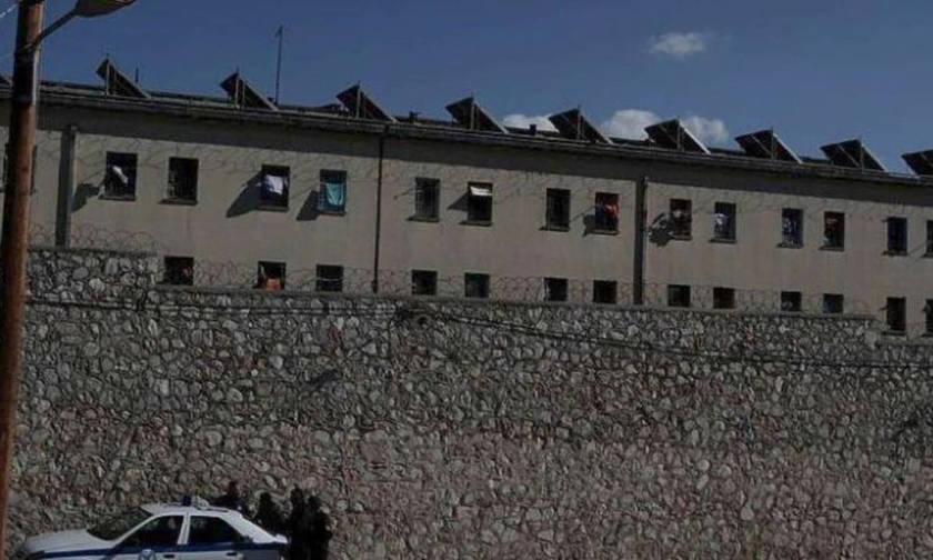 Μαχαιρώθηκε βαρυποινίτης στον Κορυδαλλό