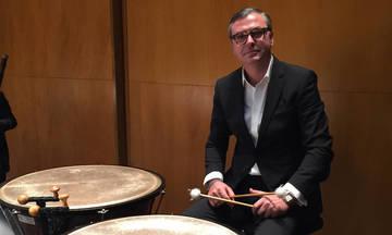 Ο Δημήτρης Δεσύλλας σ' ένα masterclass σε κοντσέρτο στο Ωδείο Αθηνών