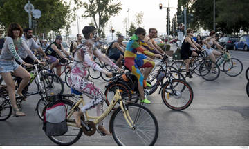 Πολλαπλά μηνύματα στη γυμνή ποδηλατοδρομία της Θεσσαλονίκης