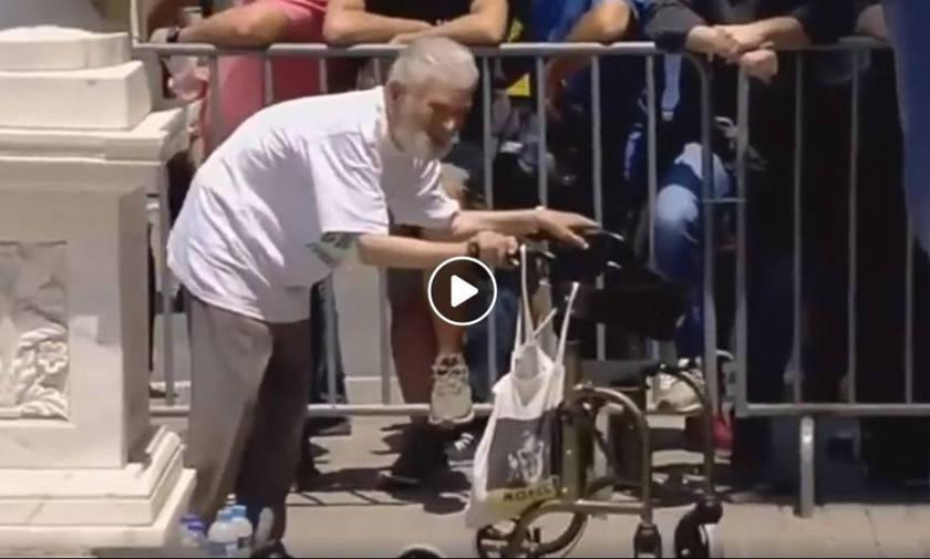 Η πιο συγκινητική στιγμή στην κηδεία του Π. Γιαννακόπουλου (vid)