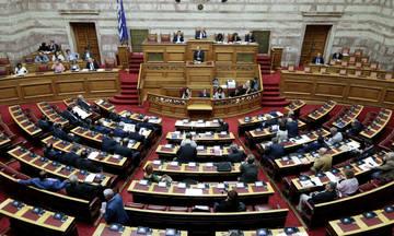 Στις 18:30 η ψηφοφορία για την πρόταση δυσπιστίας στη Βουλή