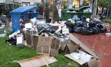 Τα σκουπίδια «πνίγουν» την Αθήνα: Περισσότεροι από 16.000 τόνοι στους δρόμους