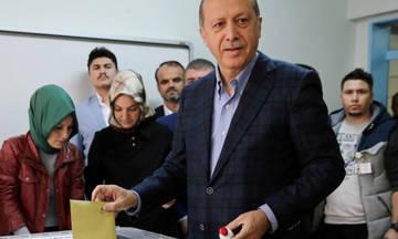 Εκλογές στην Τουρκία: Ο Ερντογάν παίρνει οριακή αυτοδυναμία