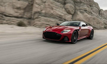 Aston Martin DBS Superleggera: Ελαφριά και με 725 ίππους