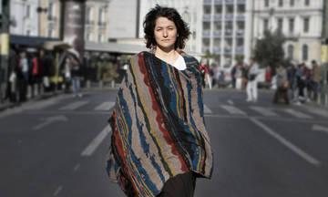 Η Αγγελική Τουμπανάκη στην πλατεία του Μεγάρου Μουσικής Θεσσαλονίκης