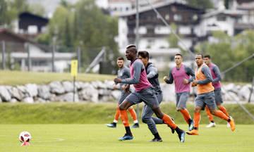 Η άφιξη των παικτών του Ολυμπιακού στο γήπεδο του Σβατς (vid)