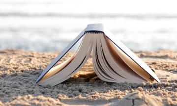 Το διάβασμα στην αμμουδιά: Ο δωδεκάλογος της βιβλιοφαγίας