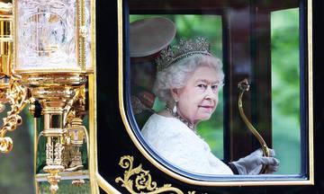 Βασιλικότεροι της… Βασίλισσας!