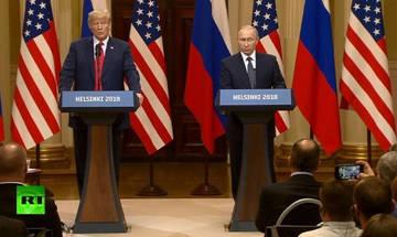 Διαδηλωτής μπούκαρε στη συνέντευξη Τραμπ-Πούτιν-Δείτε τι έγινε (vid)