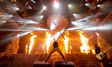 Κοσμοπλημμύρα στους Iron Maiden- Καθυστέρησε να αρχίσει η συναυλία (vid)