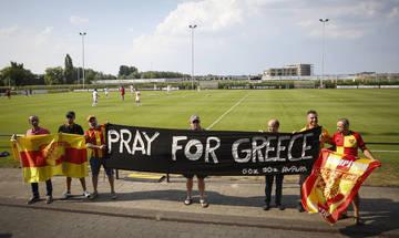 Πανό στήριξης προς την Ελλάδα από τη Γκέζτεπε και τους οπαδούς της (pics)
