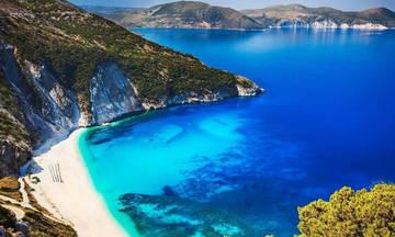 Αφαιρέθηκαν οι «Γαλάζιες Σημαίες» από 38 γνωστές παραλίες – Δείτε ποιες είναι