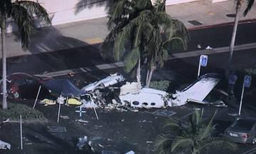 Αεροπλάνο συνετρίβη σε πάρκινγκ καταστήματος-Νεκροί μόνο οι επιβαίνοντες! (vid)