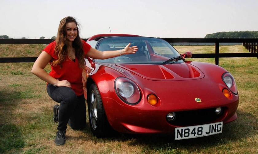 H Lotus Elise ονομάστηκε από αυτό το κορίτσι (pic)