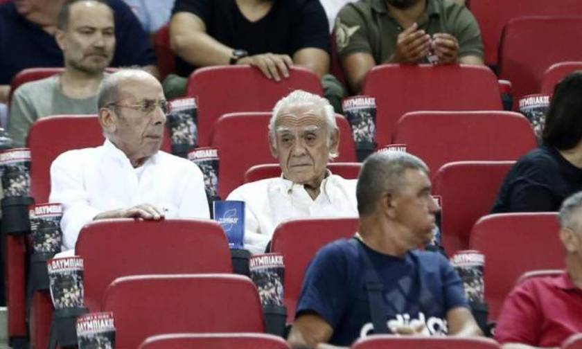 Ο Άκης Τσοχατζόπουλος πήγε γήπεδο - Είδε το Ολυμπιακός - Λουκέρνη παρέα με τη Βίκυ Σταμάτη (pic)