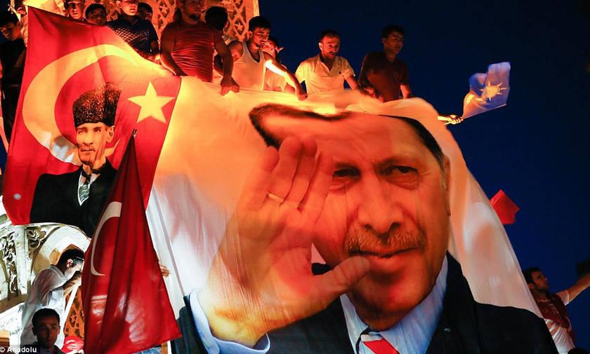 Τουρκία: Κόντρα με τις ΗΠΑ, η λίρα σε «ελεύθερη πτώση» και στο βάθος ΔΝΤ
