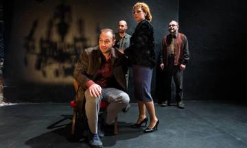 Βιοτεχνία υαλικών, του Μένη Κουμανταρέα ξανά στο Θέατρο Φούρνος