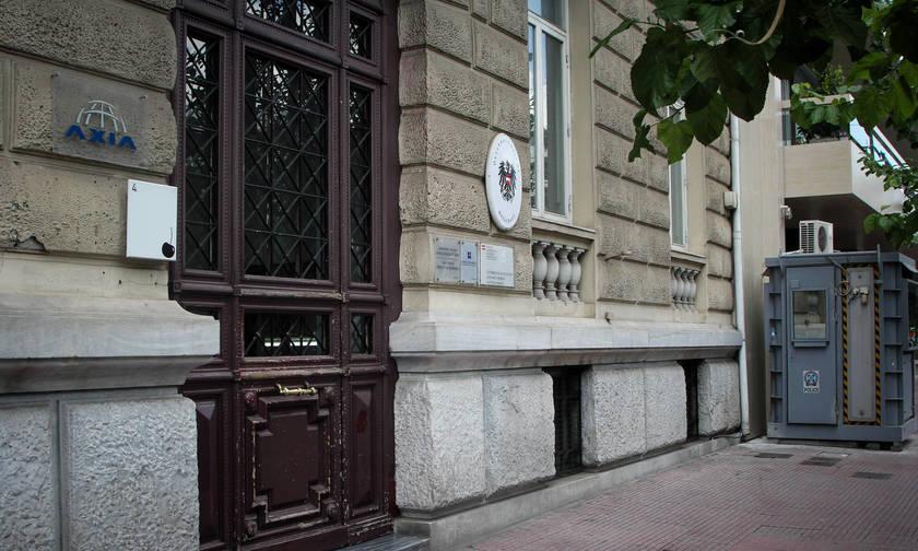 «Ντου» του Ρουβίκωνα στην πρεσβεία της Αυστρίας για την κατάργηση του 8ωρου (vid,pics)