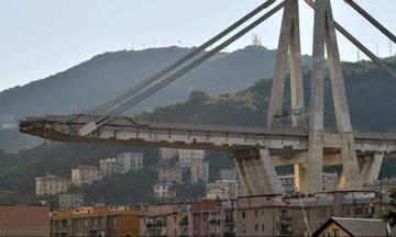 Η στιγμή που καταρρέει η γέφυρα Μοράντι στη Γένοβα (vid)