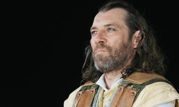 Αγαμέμνων, σε σκηνοθεσία Τσέζαρις Γκραουζίνις στο Βεάκειο Θέατρο