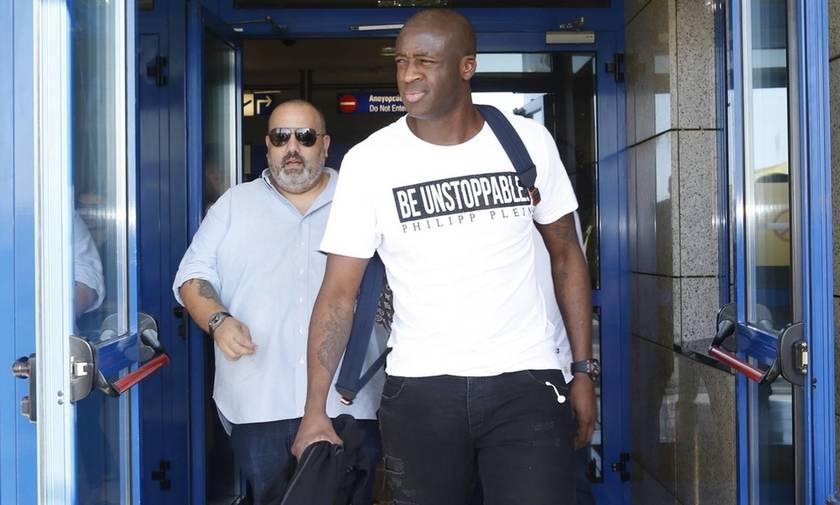 Έφτασε στην Αθήνα ο Τουρέ - Τι γράφει το μπλουζάκι του (pics)