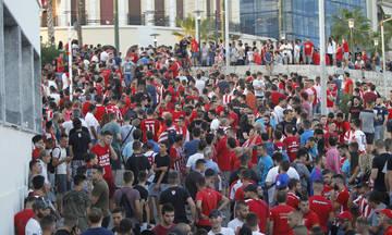 «Κόκκινη λαοθάλασσα» στην Αλεξάνδρας για Τουρέ! (pics)